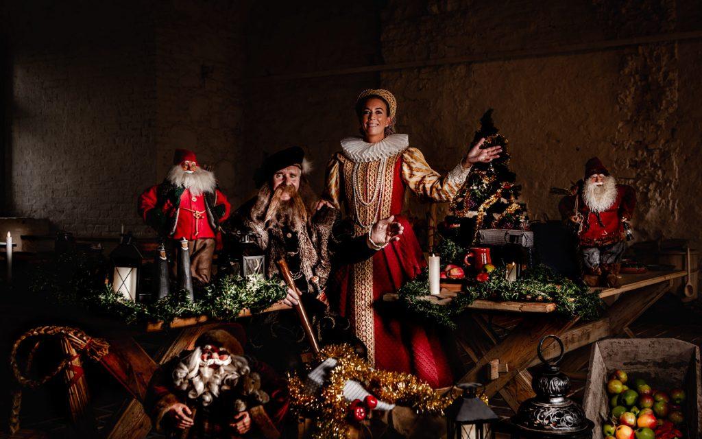 Jag kom att tänka på själva reklambudskapet för Gammeljulen skulle kunna Gammeljul hemma hos Gustav Vasa och prinsessan Cecilia Välkommen hem till oss i jul Gammeljul på Vadstena Slott